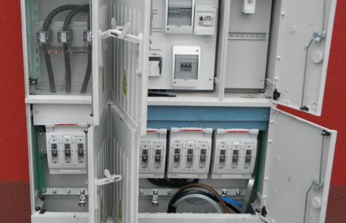 Złącze kablowe z układem półpośrednim